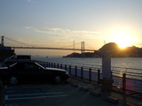 関門橋と朝日