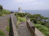 石廊崎灯台です。右端の道が先端へと続きます