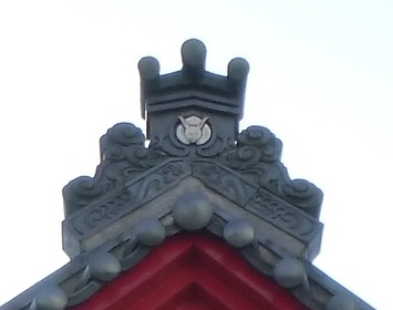 弥彦駅の鬼瓦