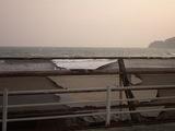 材木座海岸 波間に揺れるウインドサーファー