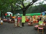 松林の中の売店