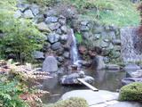 紅椿の湯 玄関横の人工滝