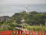 龍宮神社より薩摩長崎鼻灯台を望む