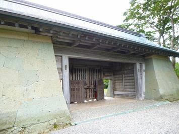 松前城 本丸御門 内側
