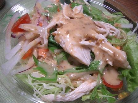 蒸し鶏と8種の野菜サラダ