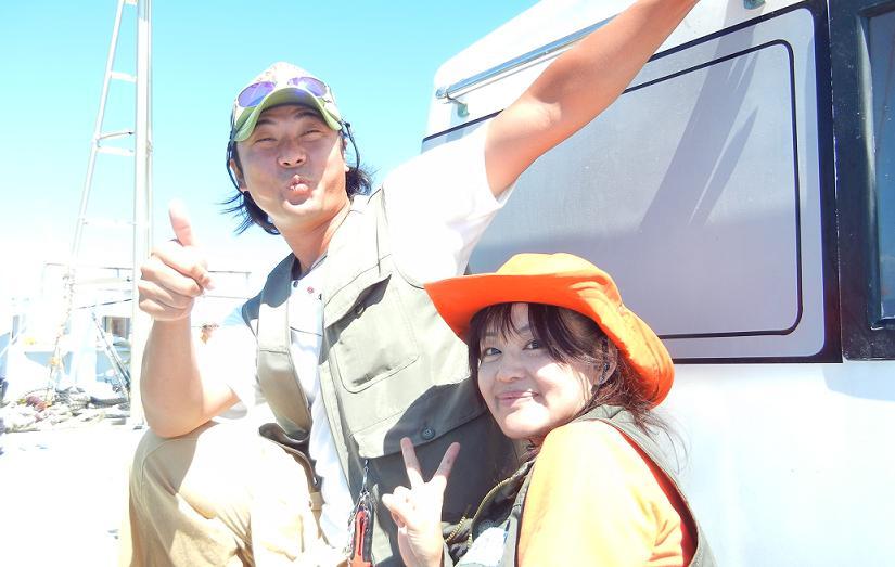18飯岡清勝丸ヒラメ桶田敬太郎さん2ショット