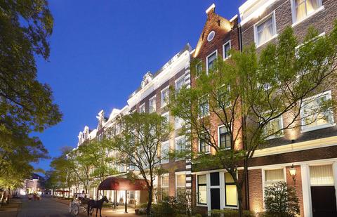 パーク中心部にあるホテルアムステルダム