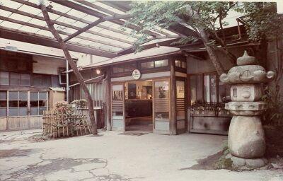 虎屋旅館玄関