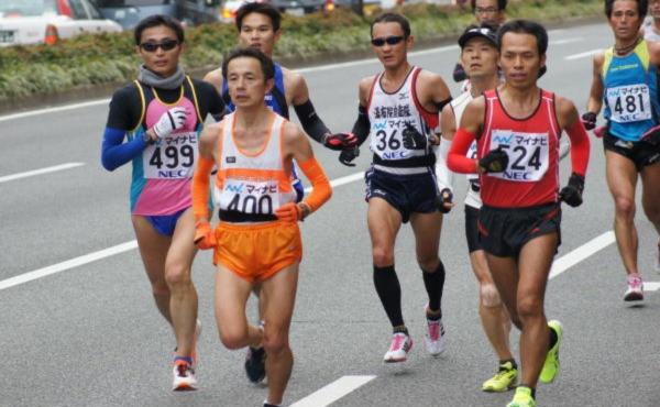 【陸上】福岡国際マラソン 服部勇馬が日本人14年ぶりの優勝 スコアが凄いwwwww