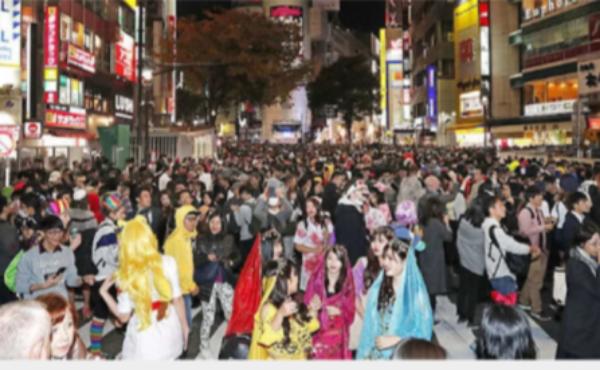 【ハロウィン】暴徒化するハロウィンで逮捕者続出!渋谷センター街では困り果てた店主ら。