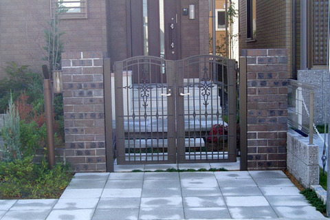 須藤邸(門柱)