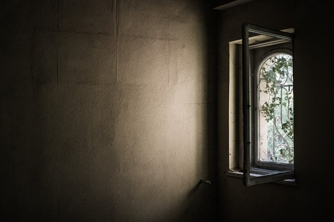 window-1533513_960_720