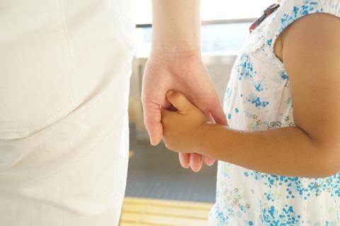 【キチ】新婦友人夫婦が2歳くらいの女の子を連れて参列。その母親のスピーチが物凄く痛かった。しかも内容が自分の子供の名前、泣きながら訴え隣で旦那が...