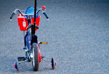5歳児の息子に自転車を乗る時の注意点を説明していたら、姑が「それはおかしいわよ」とか口出してきてモヤっとしてる