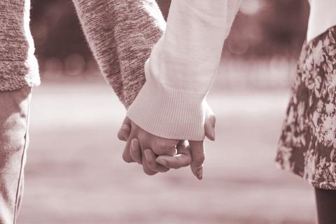 【修羅場】男性恐怖症だった私が17歳歳上の男性と結婚。しかし世間からともかく叩かれ...