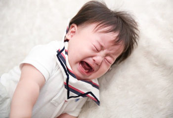 Facebookとか見てると子どもが泣いてる時とか熱で辛そうな時の写真とかバンバン流れてくるんだけど、アップしてる親は一体何目的なんだろ…