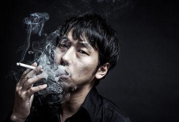 旦那がタバコをスパスパ吸ってたから子どもの呼吸が止まって修羅場に『あんたが次にタバコ吸ったら自分で私の指を切り落とす!』と脅かした