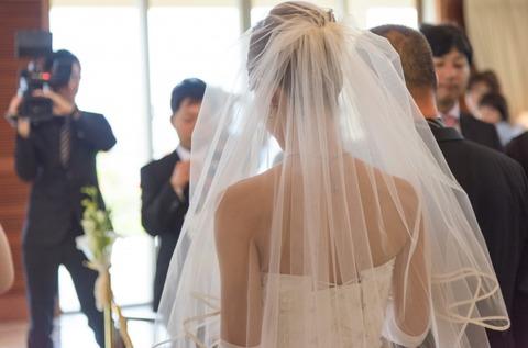 夫や親族に内緒にしてるけど、結婚式に来てくれた新婦の友人達、実は...