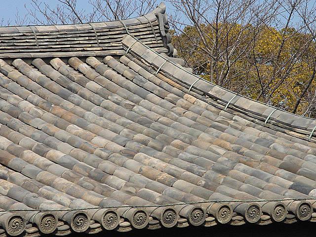 法隆寺 渋い屋根瓦