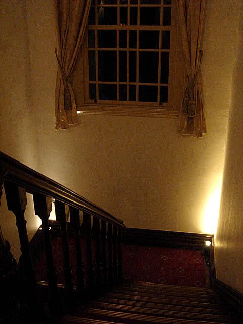 トゥーストゥース15番館階段