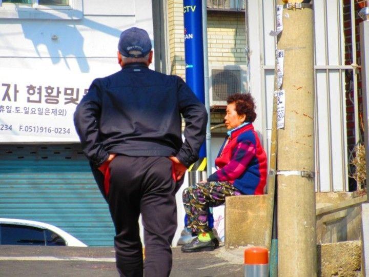 -2chまとめ-【韓国経済崩壊】国民の2人に1人が危険な債務者 コンビニ4200ヶ所閉店 自営業者年間100万人廃業