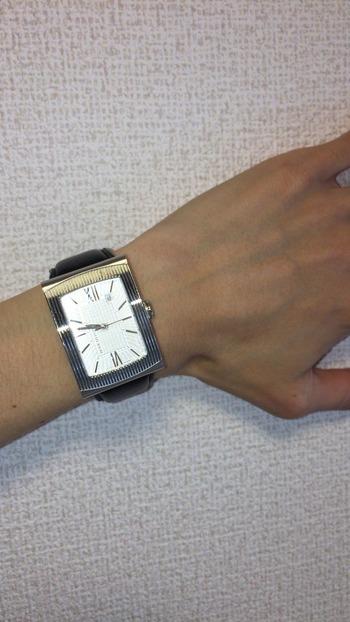 【長方形の腕時計】カタログ。ボーナスの使い道は貯金ですか?