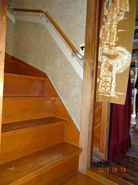 ①-1 階段木製連続手すり取付け2