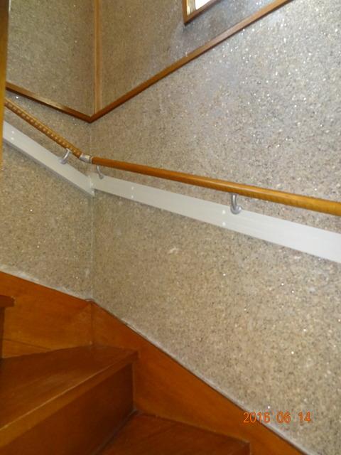 ①-3 階段木製連続手すり取付け2