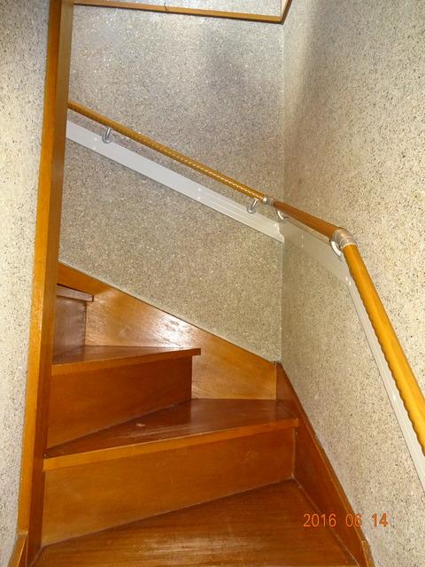①-2 階段木製連続手すり取付け2