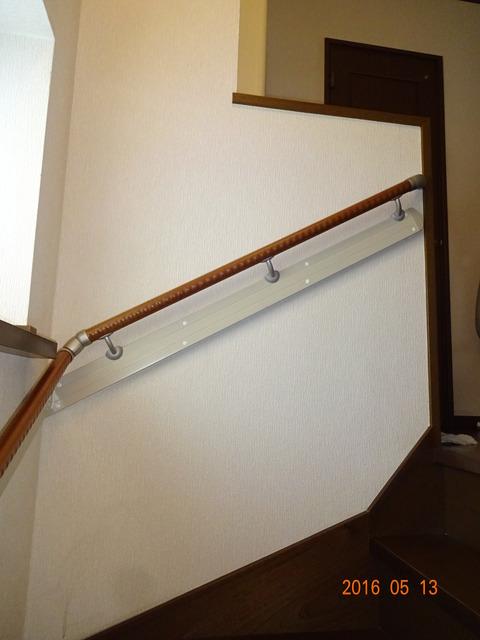 ①-4 階段木製連続手すり取付け