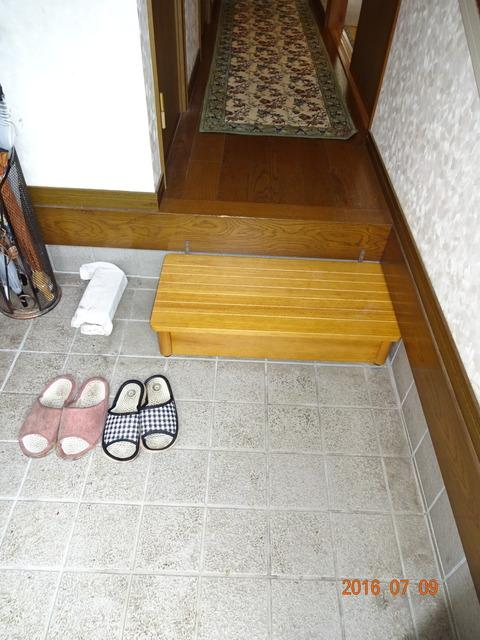 ②玄関木製踏台設置