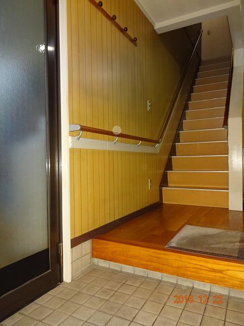 ②-1   玄関・階段木製連続手すり取付け