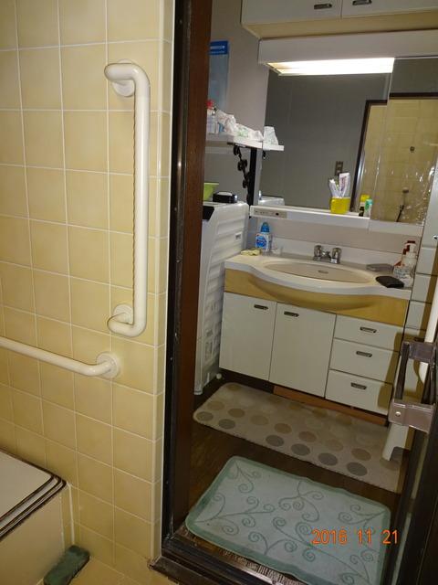 ①浴室手すり取付け