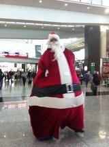 香港国際空港の巨大サンタクロース