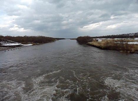 標津川の川面