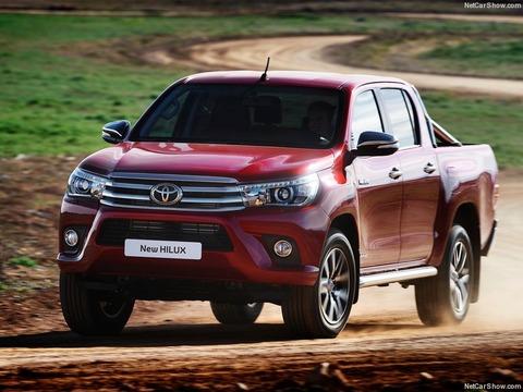 Toyota-HiLux-2016-800-05