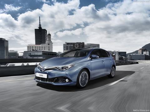 Toyota-Auris-2016-800-03