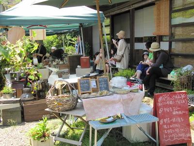 2012 5月の庭で蚤の市 096