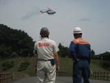 ヘリポート飛び立つ訓練機