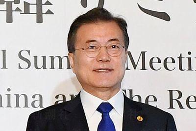 【韓国】文在寅大統領、天皇陛下に在位中に平和の大切さを守ることの重要さを強調してきたと評価し、両国関係の発展に大きく寄与したことに謝意を示す書簡を送る