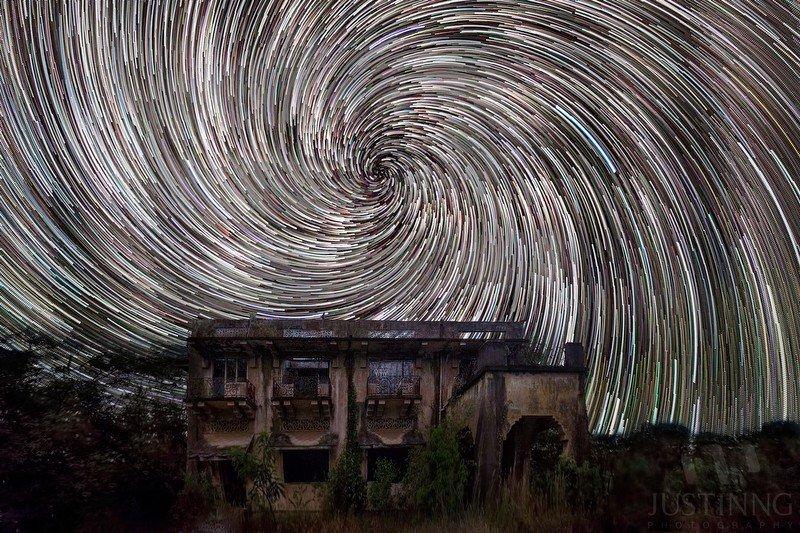 画像】シンガポールの天体写真家が撮った星の軌道が美しすぎる ...
