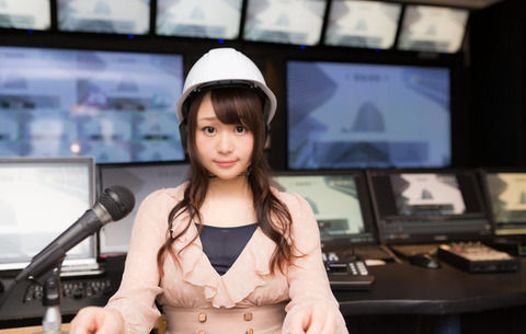 【笑霊体験】テレビを見てた時に金縛りに会った自分→テレビにかじり付いたまま動けない...すると左の方から気配&視界に入って来たのは・・