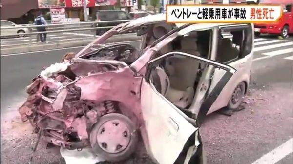 【悲報】高級車と軽自動車が衝突した結果wwwww