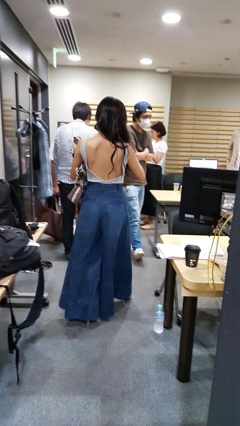 【画像あり】小島瑠璃子の私服がたまらンゴwwwww