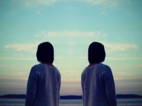 【修羅場】私は一卵性双生児の姉妹。私「えっ。お父さん私たちを見分けられないの!?‥私たちの事が好きじゃないの‥(悩」→仲良くストレス性胃炎に