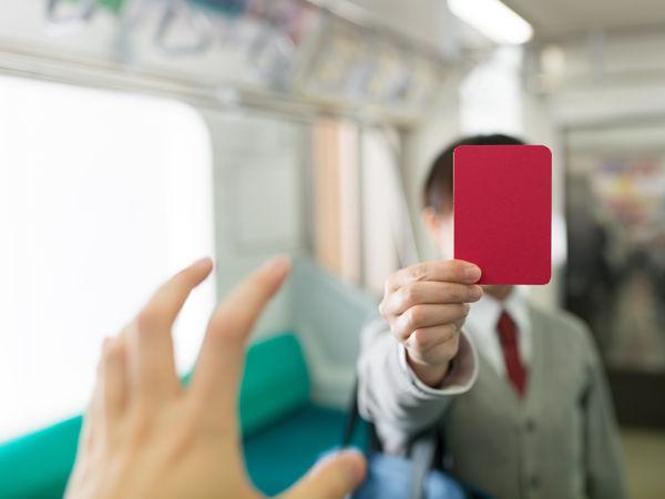 クレーマーが目くじらたてすぎ! と思うこと2位「電車内は静かに」