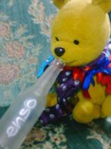 Pooh boit une bouteille complete d'enso.
