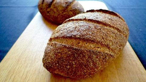 大豆粉の黒パン
