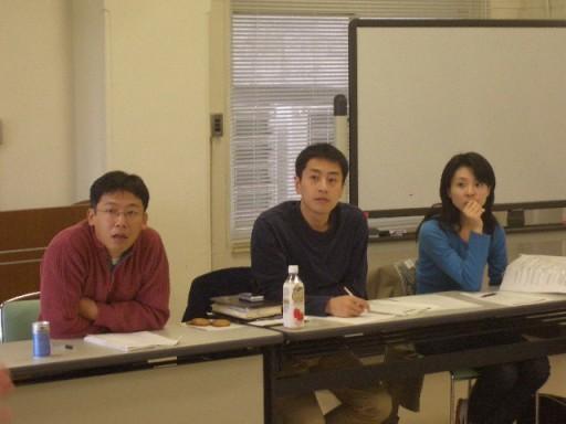 実行委員の意見を聴く岩城実行委員長、後藤事務局長、荻田さん。