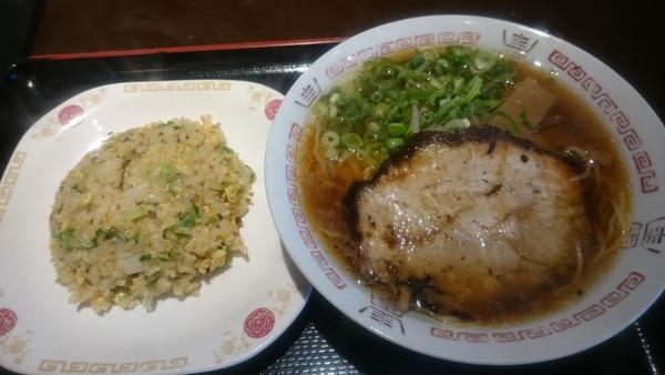 たんびに亭 中華そばセット(半チャーハン)  (2)